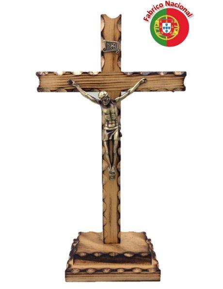 238/P - Crucifixo em Madeira Pinho Queimado 29cm c/Cristo em Metal e c/Base